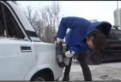 """Düzgün park edilməyən """"07""""-ni laqonda ilə doğradılar - VIDEO"""