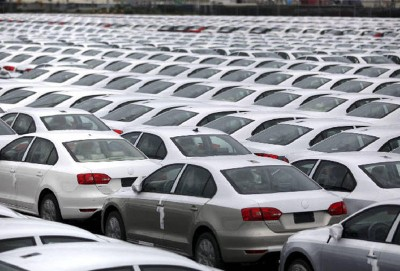 """""""Volkswagen"""" Meksikada istehsalın dayandırılmasını uzadır"""