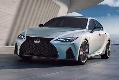 Yeni Lexus IS sedanı debüt edib