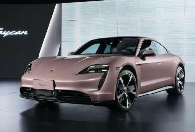 Porsche Taycan modelinin baza versiyasını təqdim edib