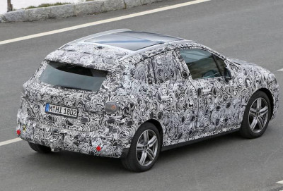 Yeni BMW 2 Series Active Tourer modeli iri displeyə sahib olacaq