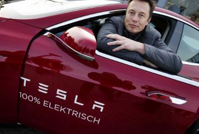 """""""Tesla"""" özünün ən sürətli elektromobilini təqdim edib"""